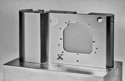 LeicaT701_body3.jpg